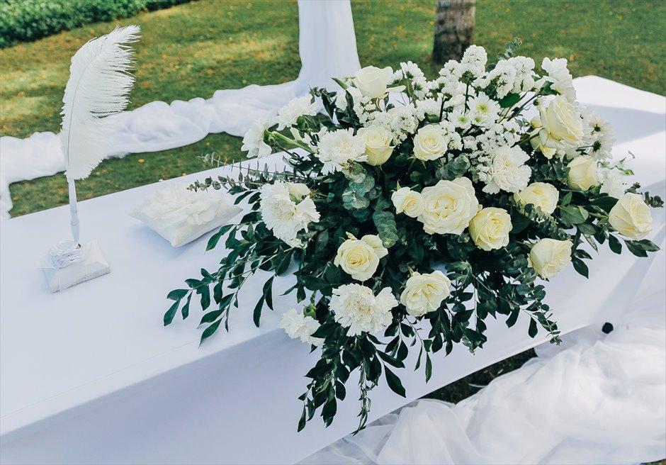 ヴィラ・ガーデンクラシック・ウェディングブルー挙式会場アップグレード装飾祭壇生花装飾(センターピース&羽ペン)