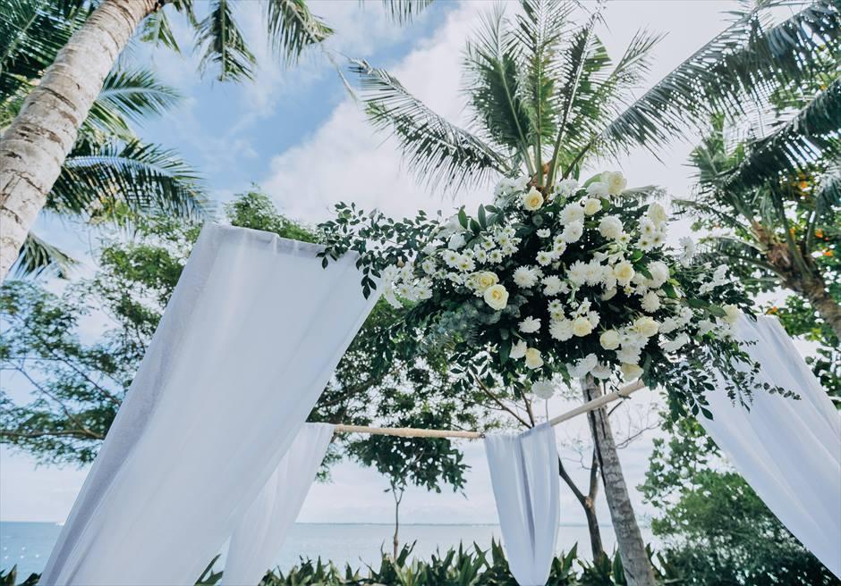 ヴィラ・ガーデンクラシック・ウェディングブルー挙式会場アップグレード装飾ウェディングアーチ生花装飾