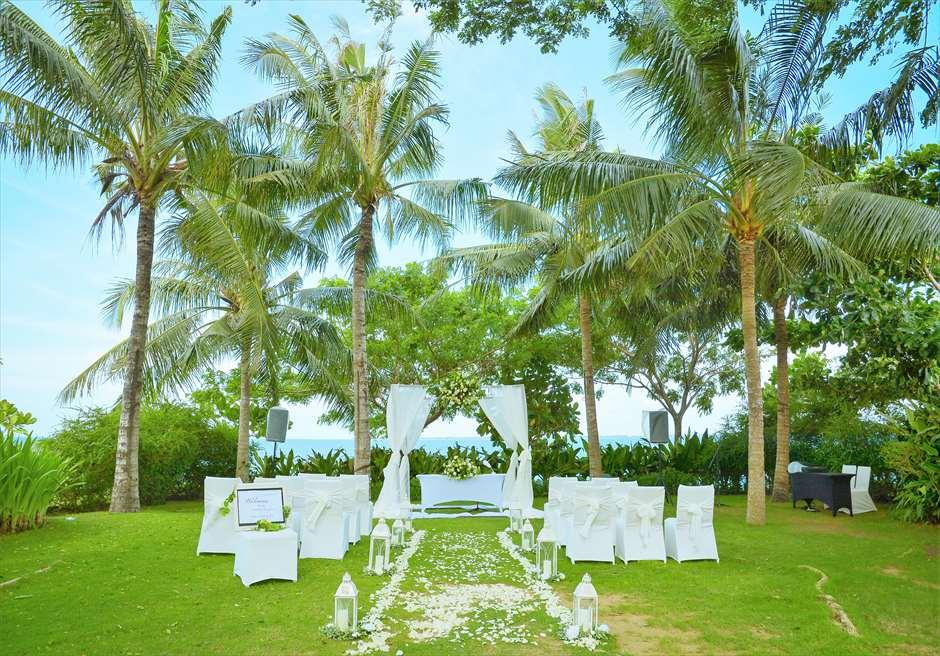 クリムゾン・リゾート&スパ・マクタンヴィラ・ガーデンクラシック・ウェディングホワイト挙式会場基本装飾