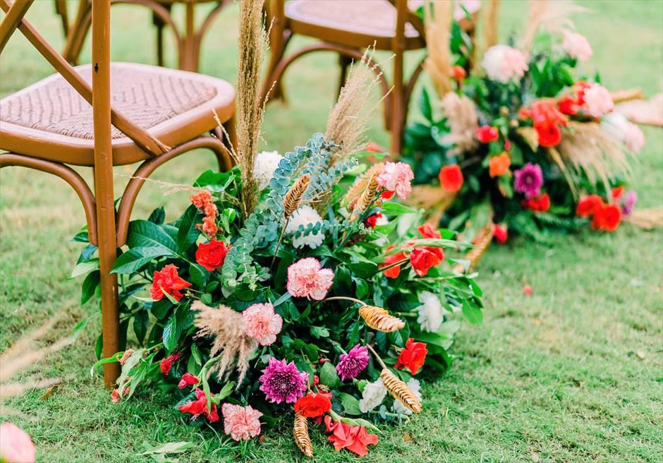 クリムゾン・リゾート&スパ・マクタンヴィラ・ガーデンボーホー・ウェディングアイルサイド生花装飾