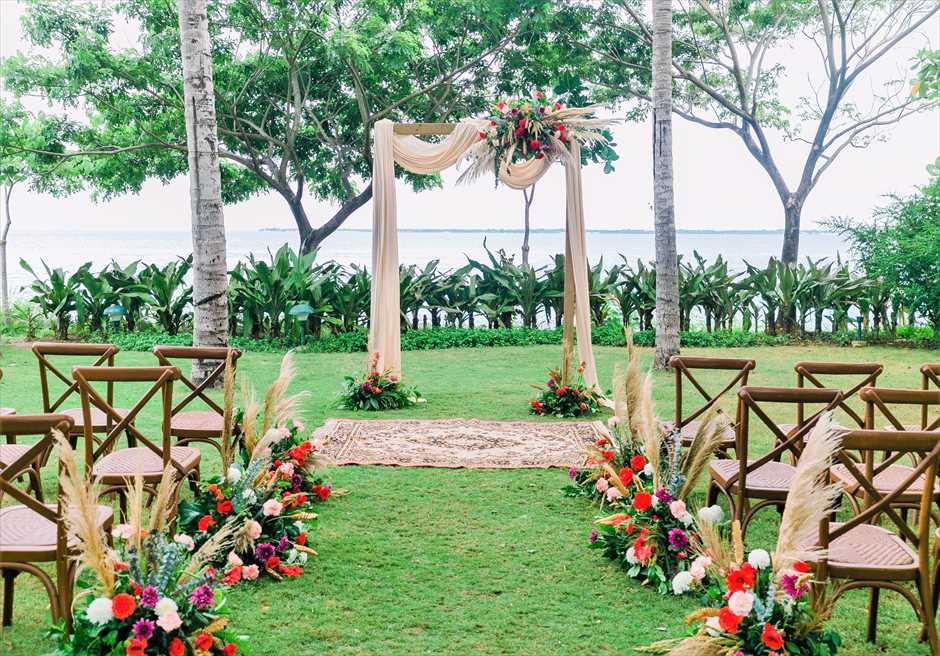 クリムゾン・リゾート&スパ・マクタンヴィラ・ガーデンボーホー・ウェディング基本挙式会場装飾