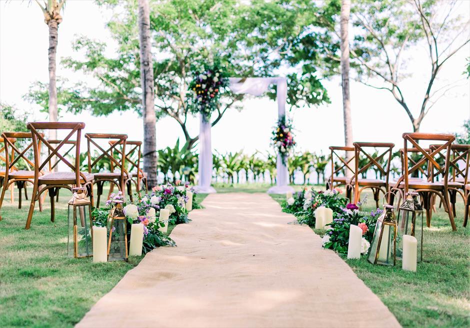 クリムゾン・リゾート&スパ・マクタンヴィラ・ガーデンデューイ・ウェディング装飾:フローラル挙式会場全景