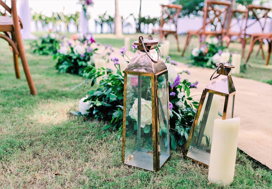 クリムゾン・リゾート&スパ・マクタンヴィラ・ガーデンデューイ・ウェディング装飾:フローラルアイルサイド生花&ランタン装飾