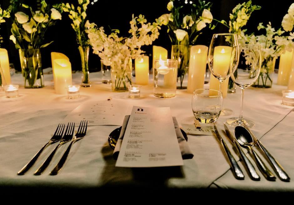 クリムゾン・マクタン リゾート&スパ ウェディングパーティー会場 ガーデンパーティー テーブル装飾