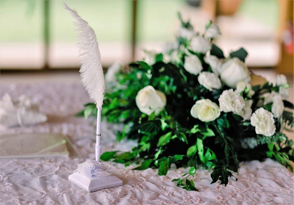 オーシャン・パビリオンクラシック・ウェディング祭壇生花センターピースフラワー羽ペン