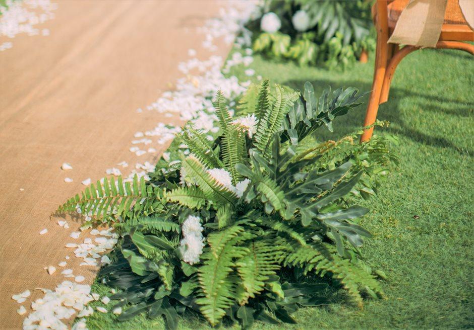 ヘリパッド・ガーデンラスティック・ウェディングアイルサイド装飾グリーンリーフ&ホワイトフラワー