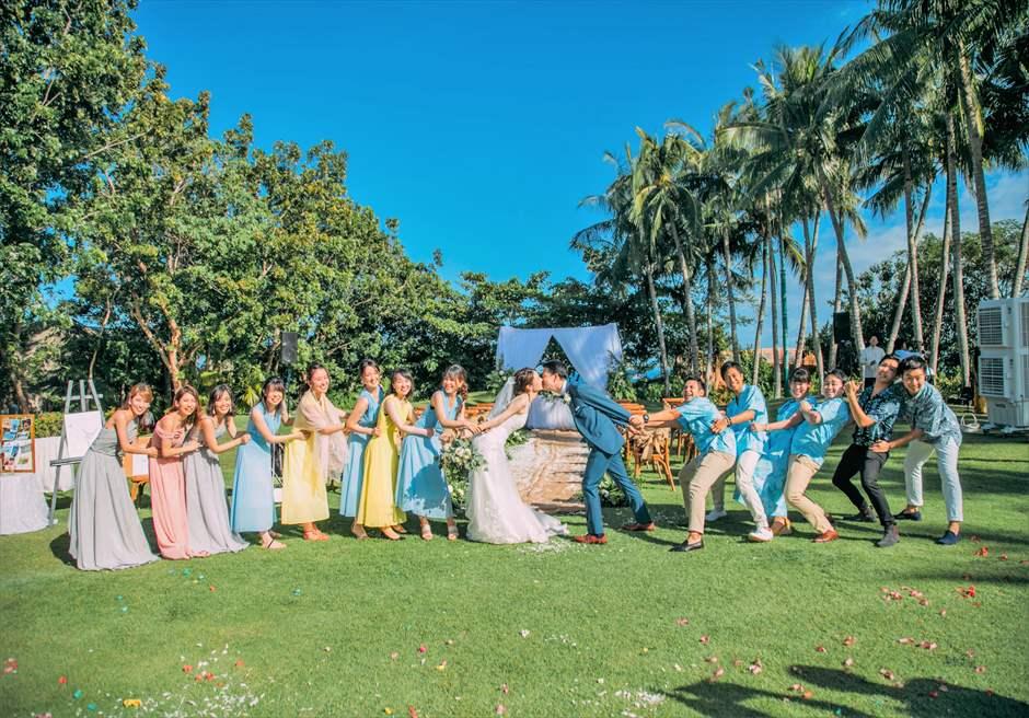 シャングリラ・マクタン・リゾートヘリパッド・ガーデンラスティック・ウェディングご参列者様と挙式後撮影