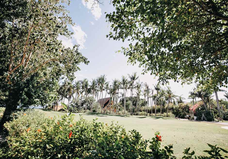 シャングリラ・マクタン・リゾートヘリパッド・ガーデンラスティック・ウェディング緑深い広大で美しい挙式会場