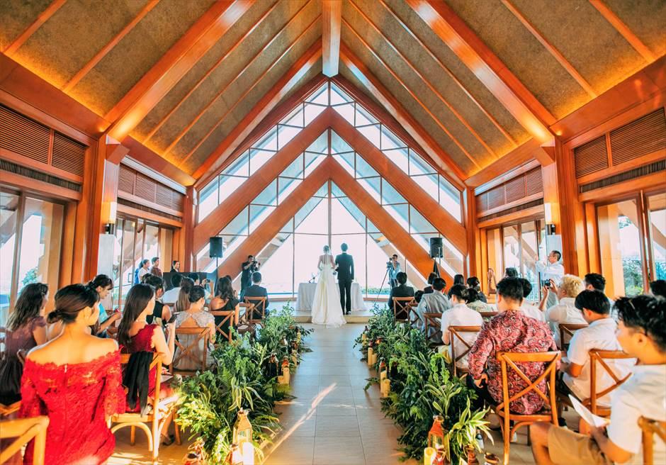 シャングリラ・マクタン・リゾートオーシャン・パビリオンラスティック・ウェディング挙式シーン