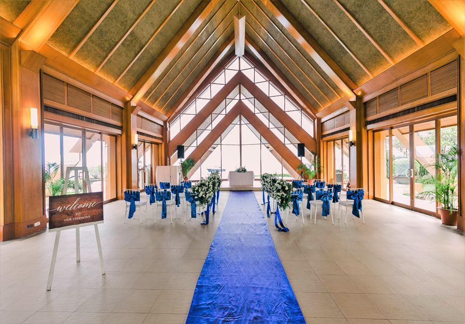 シャングリラ・マクタン・リゾートオーシャン・パビリオンクラシック・ウェディングブルー挙式会場装飾全景