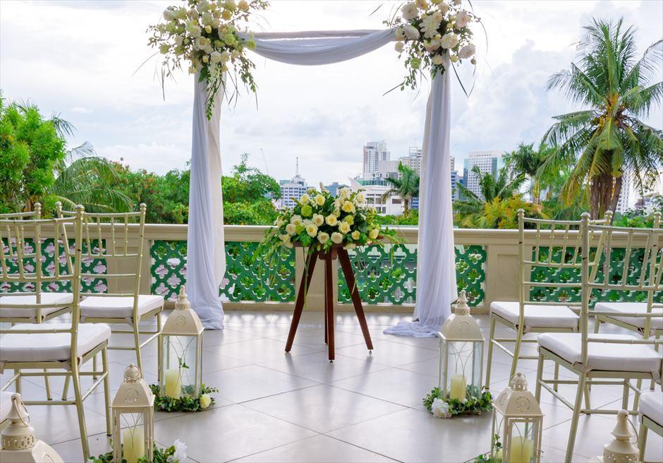 シルカ1900コロニアル・ウェディングカーサ・ドス・テラス祭壇周り生花装飾