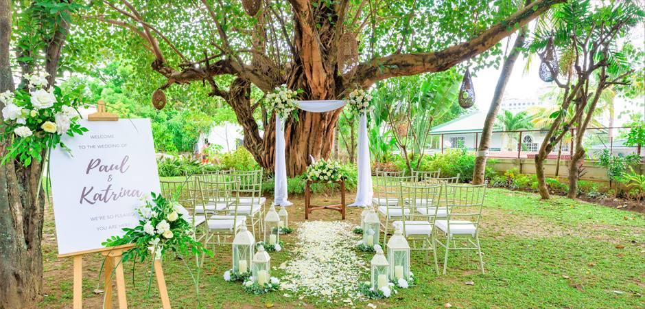 Natural Wedding at Tree Garden