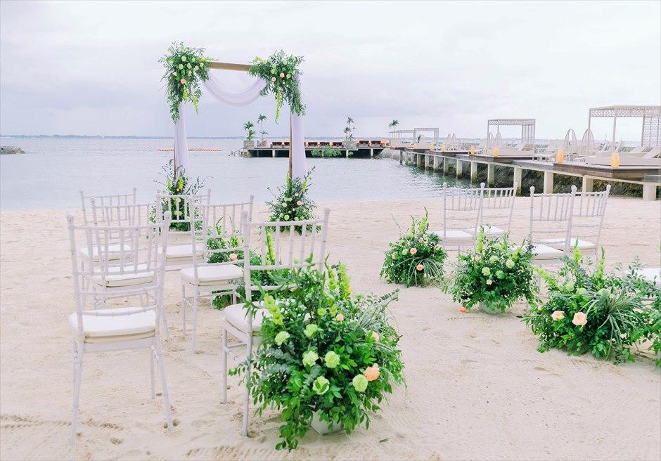 コスタベラ・トロピカル・ビーチ・ホテルナチュラル・ウェディング挙式会場生花装飾
