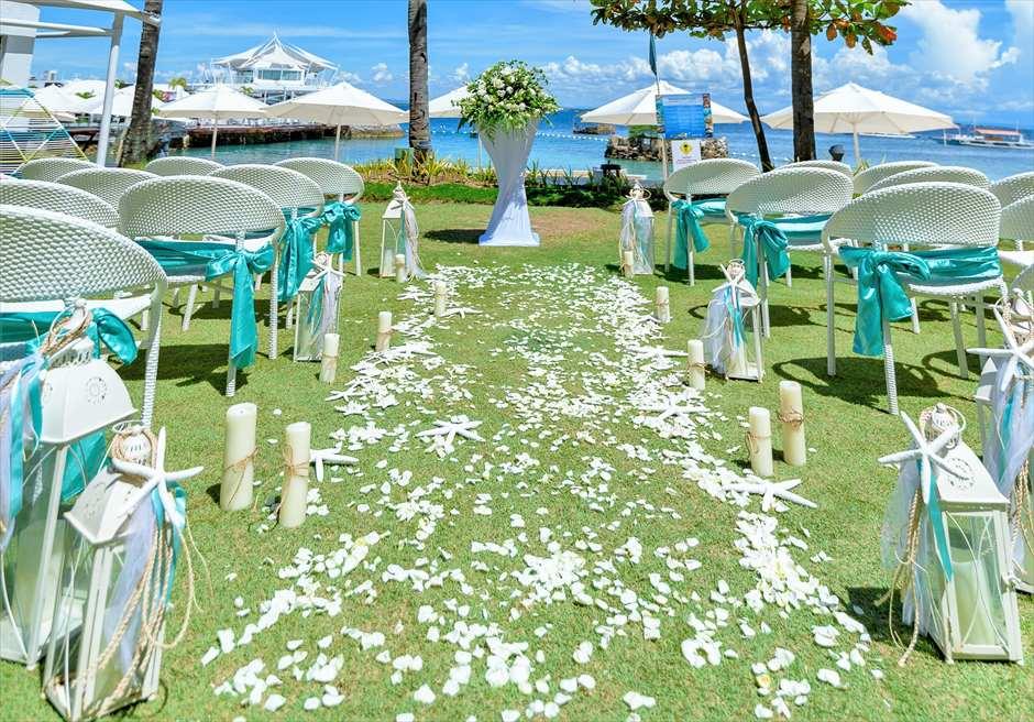 モーベンピック・マクタン・アイランドビーチフロント・ガーデンナチュラル・ウェディングホワイト生花のホワイト・フラワーペタル