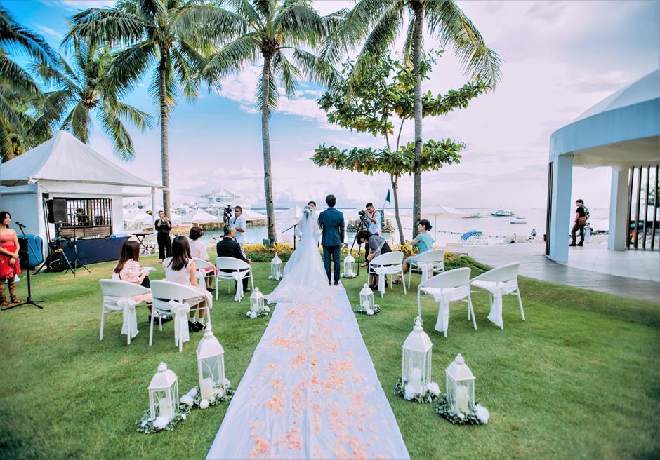 モーベンピック・マクタン・アイランドビーチフロント・ガーデンナチュラル・ウェディング挙式シーン