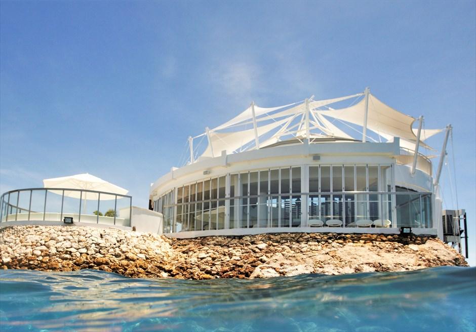 モーベンピック・マクタン・セブチャペル・ウェディングイビザ・ビーチ・クラブスペインの高級リゾートを彷彿させる