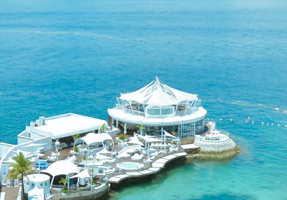 モーベンピック・マクタン・セブチャペル・ウェディングイビザ・ビーチ・クラブ270°海に囲まれt絶景
