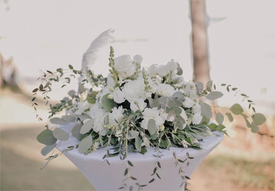モーベンピック・マクタン・アイランドビーチフロント・ガーデンインティメイト・ウェディング生花の祭壇装飾