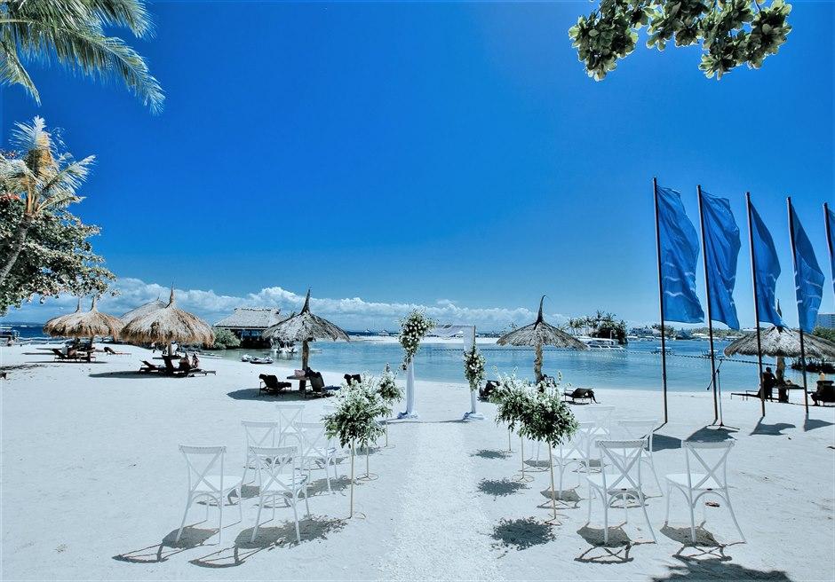 ブルーウォーター・マリバゴ・リゾート ホワイトサンズ・ビーチ