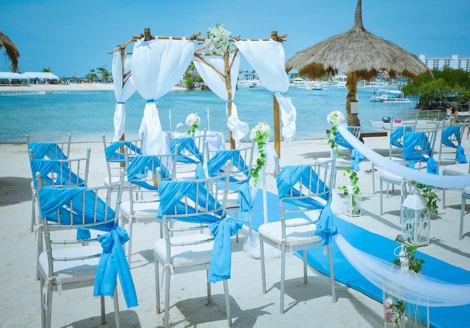 ブルーウォーター・マリバゴ・ビーチリゾート セブ島ビーチ挙式会場 ガゼボ装飾