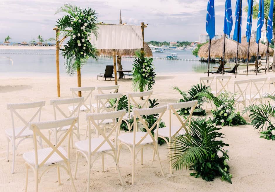 ブルーウォーター・マリバゴ・ビーチリゾート セブ島ビーチ挙式会場 トロピカル装飾