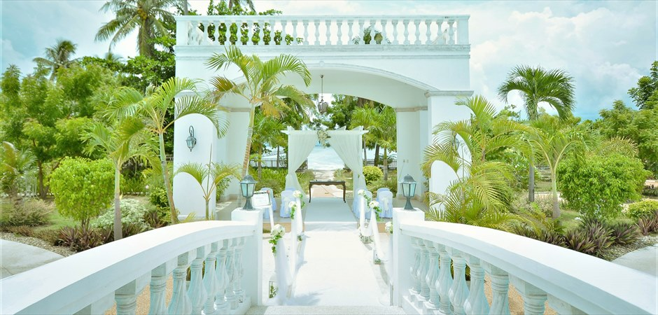 Casa Blanca by the Sea White Arch Garden